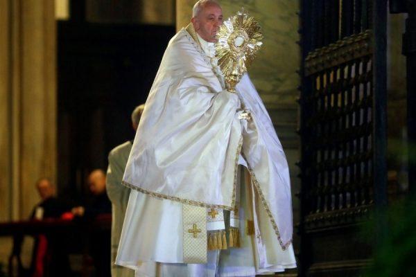 Herbekijk de Urbi et Orbi-zegen van paus Franciscus op vrijdag 27 maart 2020