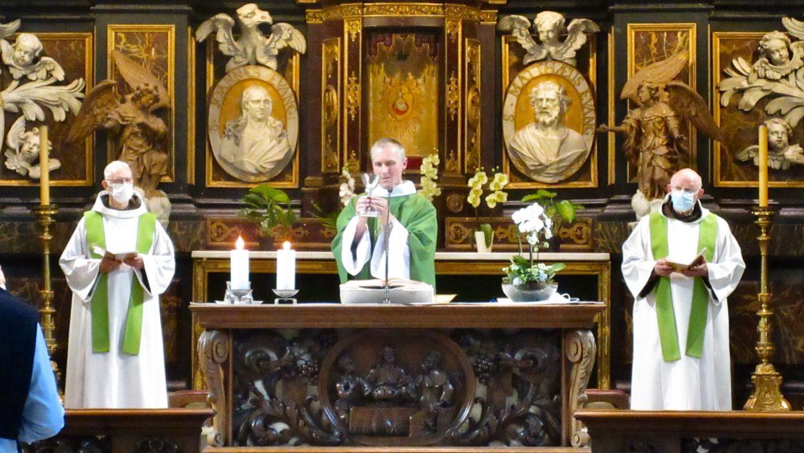 Voor wie geregeld met ons Eucharistie kwam vieren is er opnieuw dagelijkse Eucharistieviering. Maar we werken wel met inschrijving.