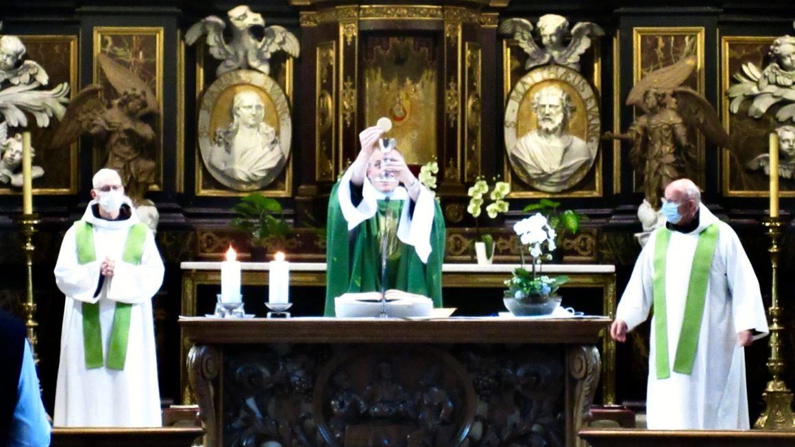 Vanaf 9 juni kan iedereen opnieuw de erediensten bijwonen in de kerk. We heten u van harte welkom!