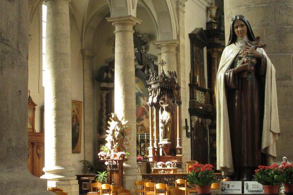 Zaterdag 2 oktober om 17u: Eucharistieviering met rozenwijding voor het feest van de heilige Thérèse van Lisieux